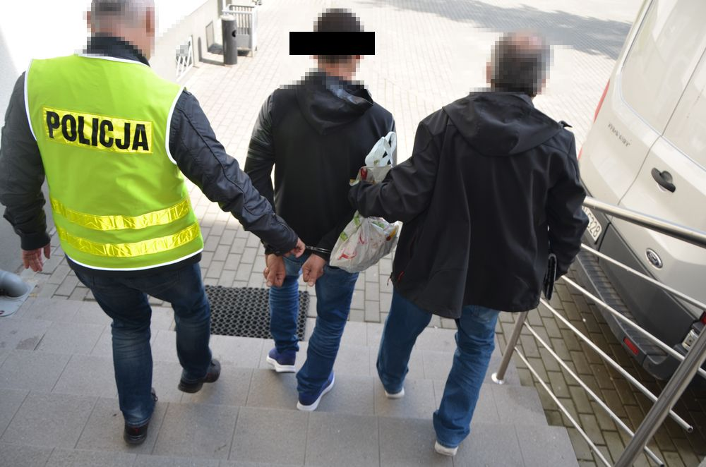"""Oszust zatrzymany! Wyłudzał pieniądze metodą """"na policjanta""""!"""