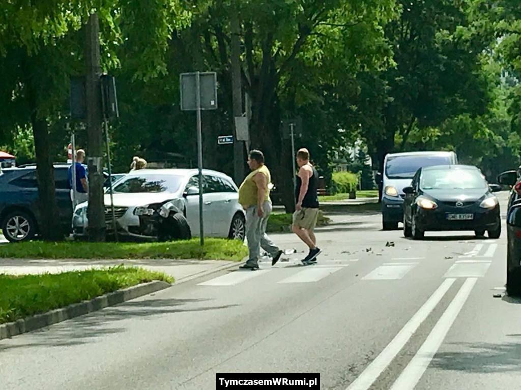 Kolizja na skrzyżowaniu ul. Starowiejskiej i Wybickiego