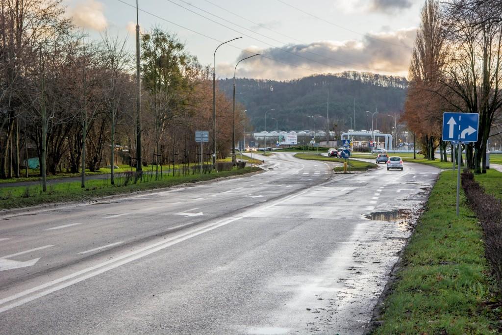 Remont ulicy Pomorskiej w Rumi. Utrudnienia w ruchu i zmiany tras autobusów ZKM Gdynia.