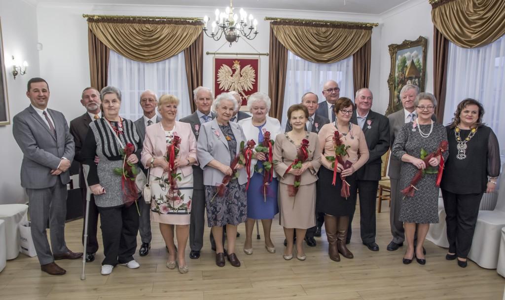 rumia medale za dlugoletnie pozycie malzenskie seniorzy malzenstwa zdjecia 3
