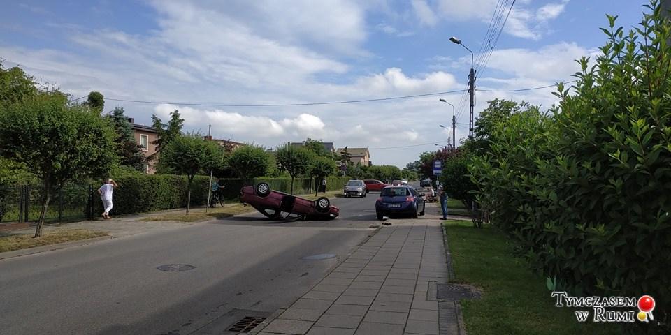 Dachowanie auta w Rumi (21.06.2020 r.)