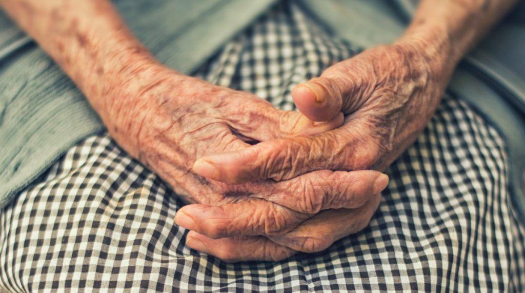 Oszuści znaleźli kolejny sposób. 84-latka okradziona.