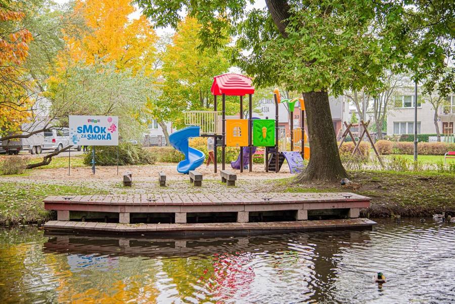 Nowy plac zabaw w Parku Starowiejskim w Rumi