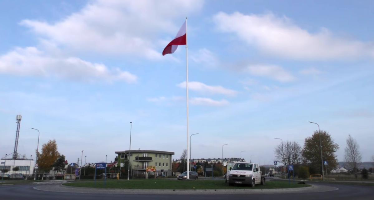 flaga polski rumia rondo kolo skateparku rotmistrza pileckiego tymczasem w rumi