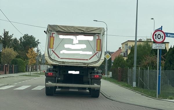 Gdzie zgłosić zbyt ciężkie auta na rumskich drogach?
