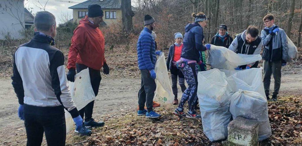 Mieszkańcy posprzątali w rumskim lesie
