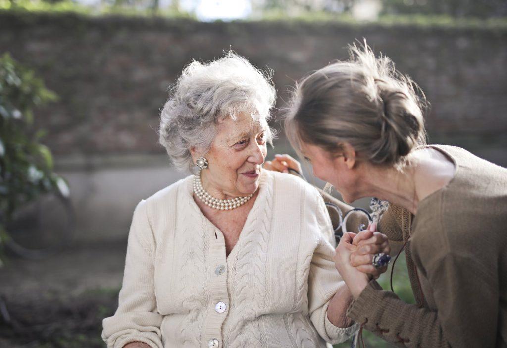 Znasz kogoś, kto pomaga seniorom? Zgłoś go do nagrody!