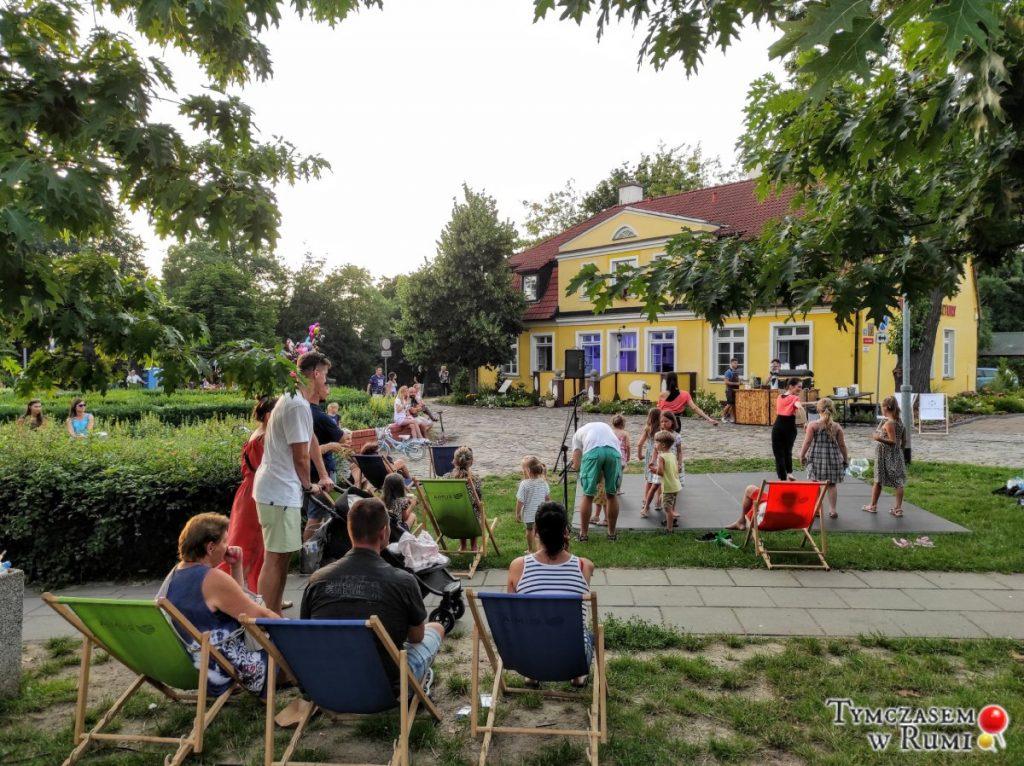 Sierpień w MDK Rumia. Kino letnie, wycieczki, koncerty, spektakle